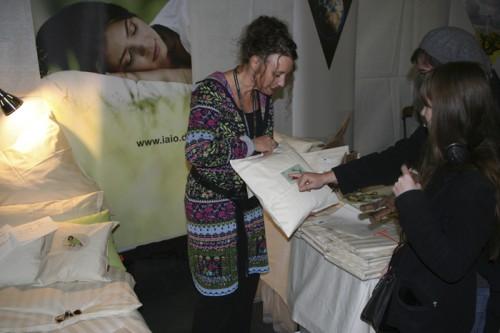 Nina Wood präsentiert ihre Bio Bettwäsche